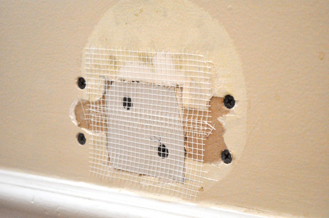 Applying Drywall Tape : Diy home projects how to repair drywall one smart dollar